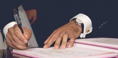 Lakela mobile notaries notarize documents